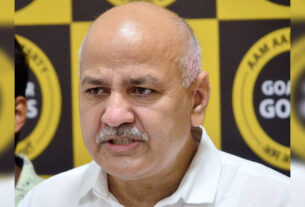 Delhi govt to provide tabs to over 2,000 newly appointed teachers - Times of India