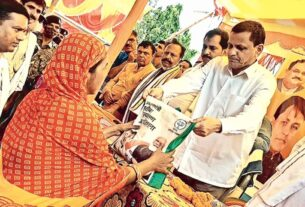 BJP distributes ration in Bihar, Opp says can't use govt scheme to promote party