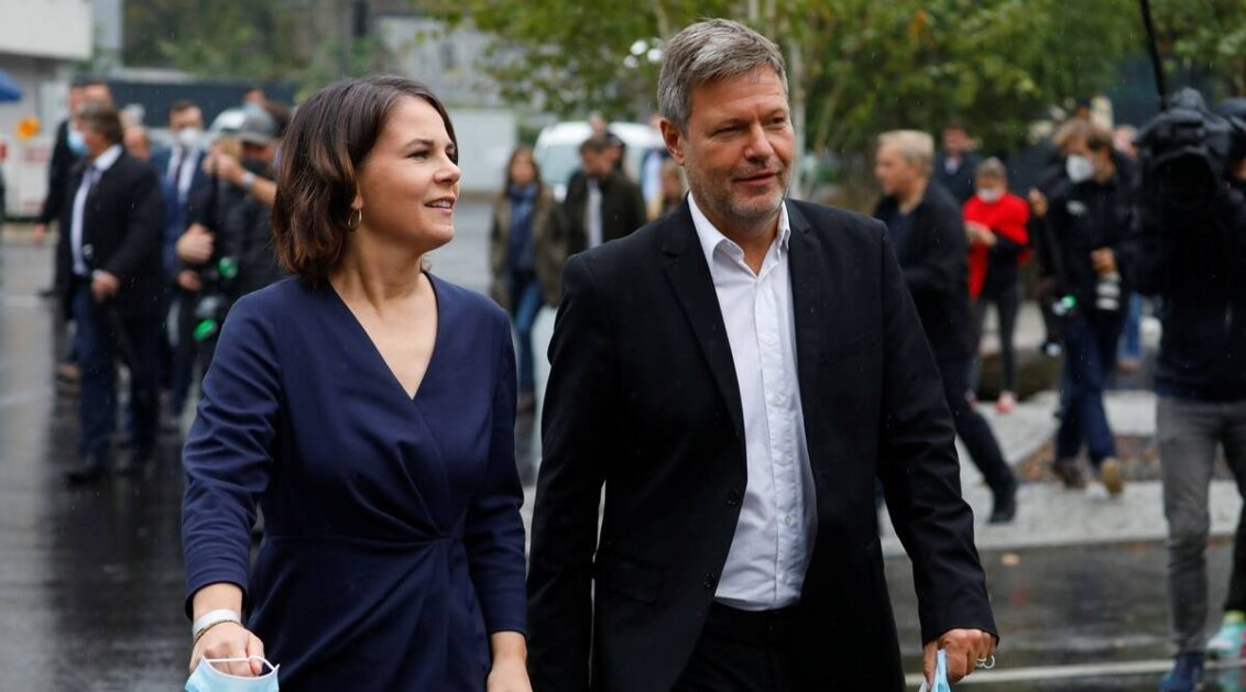 Germany's Greens meet conservatives for crunch coalition talks